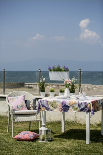 Rengarenk Çiçekli Masa Örtüsü