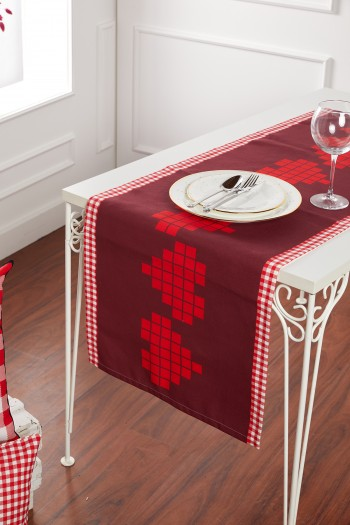 Red Heart Pattern Runner
