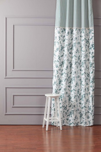 Pompon Green Background Curtain